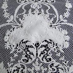 Maria Niforos - Fine Antique Lace, Linens & Textiles : Antique Linens