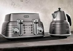 DeLonghi Sculptura Kettle and Toaster