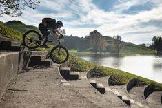 Fahrtechnik-Tipps bei MOUNTAINBIKE | mountainbike-magazin.de Mtb, E Mountain Bike, Life Hacks, Bicycle, Nature, Travel, Riding Bikes, Road Cycling, Naturaleza
