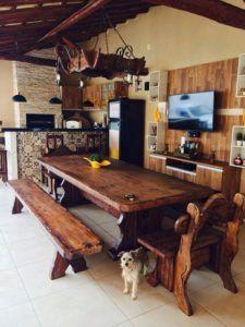 edicula com mesa de madeira