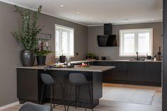 Årets kjøkkentrender 2019 - Strai kjøkken Modern Kitchen Design, Future House, Kitchens, Design Inspiration, Table, Kitchen Ideas, Furniture, Home Decor, Decoration Home