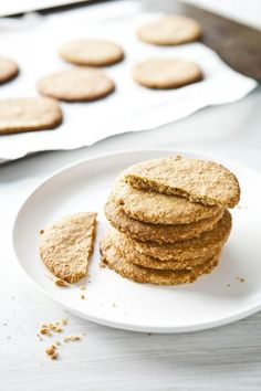 Make your fall mornings a little more fun with these spiced breakfast cookies that pack a nutritious punch thanks to fiber-rich oats and protein-filled walnuts. Biscuit Recipe No Milk, Hardees Biscuit Recipe, Homemade Biscuits Recipe, Healthy Biscuits, Bisquick Recipes, Sugar Free Baking, Sugar Free Treats, Sugar Free Diet, Healthy Cake