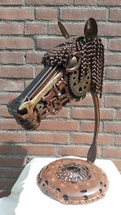 Scrap metal art 'rasta paard' Jan van Daal