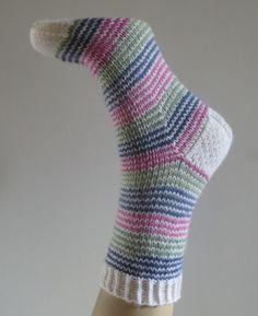 Crochet Leaf Patterns, Crochet Leaves, Knitting Socks, Knit Crochet, Crafts, Socks, Knit Socks, Manualidades, Ganchillo