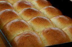 Bardzo puszyste bułeczki Bread Rolls, Party Drinks, Hamburger, Food And Drink, Baking, Kitchen, Cooking, Rolls, Buns