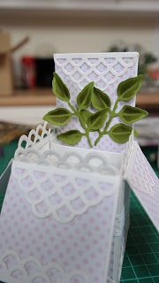 Flowers, Ribbons and Pearls: Tuesday Tutorial - Scalloped Pop Up Box