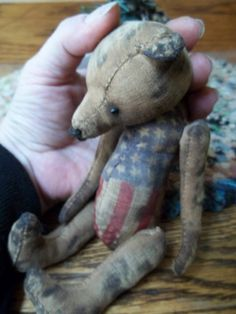 is this bear a possibility? Old Teddy Bears, My Teddy Bear, Americana Crafts, Primitive Crafts, Old Dolls, Antique Dolls, Dont Feed The Bears, Beren, Love Bear