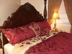 Rose_Petals_on_Bed.jpg (448×336)