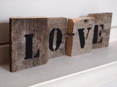 Sloophout met gestempelde letters :)