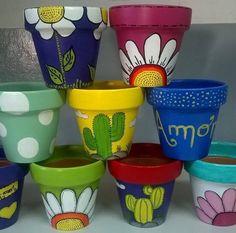 Resultado de imagen para macetas pintadas Flower Pot Art, Flower Pot Design, Clay Flower Pots, Flower Pot Crafts, Clay Pot Crafts, Clay Pots, Painted Plant Pots, Painted Flower Pots, Pots D'argile