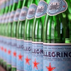 Bottles of Pellegrino- The bottles are stylish, hip, modern classics that make any room look instantly chic. Italian design at its best – simple classic style. San Pellegrino, Agua Mineral, Mineral Water, Trattoria Italiana, Italian Themed Parties, Italian Party Themes, Italian Night, Italian Chic, Dinner Party Decorations