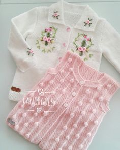 Baby Girl Crochet, Crochet Baby Clothes, Baby Knitting Patterns, Knitting Stitches, Crochet Designs, Knitting Designs, Toddler Outfits, Kids Outfits, Knitting Videos
