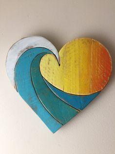 ** LASS ES UNS WISSEN SIE, WIR BENÖTIGEN SIE EINE FÜR DEN VALENTINSTAG, LIEFERUNG VON FEB 14TH.* ** NICHT GARANTIEREN KÖNNEN Unser Herz Regenbogen Welle misst 14 von 14 und ist aus 100 % zurückgefordert Holz gefertigt. Jedes Holzbrett für Textur und Maserung, ausgewählt wird dann hand geschnitten und mit eigener Hand gemischte Farben gemalt. Das Herz wird zusammengebaut, mit fünf Hand Stücke geschnitten und mit Holzleim und Nägeln, mit Querstreben auf der Rückseite macht es sehr stabil…