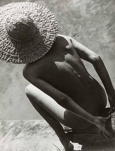 1935 - Harper's Bazaar - Photo by Martin Munkacsi