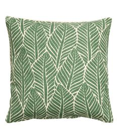 Green. Cushion cover in cotton fabric with a printed leaf pattern at front and solid-color back section. Concealed zip.