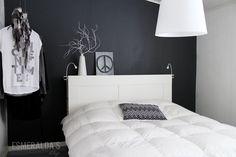 black and white living room Bedroom Nook, Bedroom Decor, Bedroom Ideas, Master Bedroom, Black And White Living Room, Black White, Interior Wall Colors, Sophisticated Bedroom, Black Walls