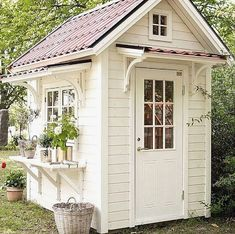 Build a Shed on a Weekend - Shed Plans - CLICK PIC for Lots of Shed Ideas. Build a Shed on a Weekend - Our plans include complete step-by-step details. If you are a first time builder trying to figure out how to build a shed, you are in the right place! Outdoor Decor, Shed Design, Shed Decor, Shed Conversion Ideas, Diy Shed Plans, Storage Shed, Shed Storage, Small House