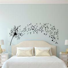 pegatinas pared,decoración de dormitorios, cama doble y pared azul celeste, vinilo con diente de león y notas musicales volando