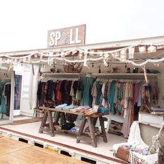 Boutique stores, laundry shop, mobile boutique, clothing displays, pop up s Boutique Decor, Mobile Boutique, Boutique Stores, Boutique Clothing, Clothing Booth Display, Clothing Store Displays, Market Stall Display, Flea Market Booth, Market Stalls