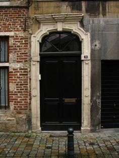 Old door, Brussels, Belgium   por j.labrado