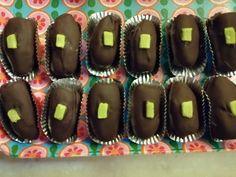 I Datteri ripieni di pistacchio e cioccolato sono facili e veloci da preparare e con pochi e semplici ingredienti: datteri, marzapane e cioccolato. Cookers, Desserts, Blog, Tailgate Desserts, Deserts, Postres, Blogging, Dessert, Plated Desserts