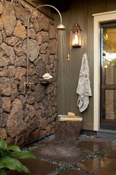 Outdoor Bathrooms, Rustic Bathrooms, Outdoor Showers, Stone Wall Design, Natural Stone Wall, Tropical Bathroom, Bathroom Beach, Shower Remodel, Bathroom Design Small