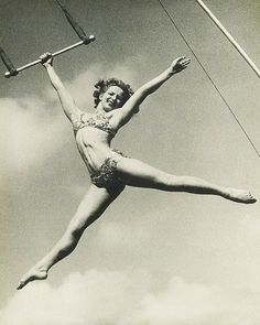La Norma Fox, circus trapeze star and aerialist. La Norma started in circus at age thirteen. Flying Trapeze, Cirque Vintage, Old Circus, Night Circus, Le Clown, Aerial Arts, Aerial Silks, Sideshow, Vintage Pictures