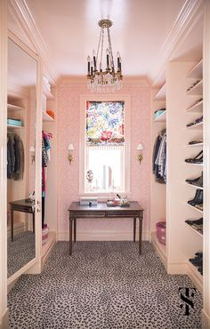 Walk in closet wallpaper shoes Trendy Ideas Dressing Room Closet, Dressing Room Design, Dressing Rooms, Closet Wallpaper, Best Closet Organization, Organization Ideas, Interior Design And Remodeling, Interior Designing, Interior Ideas