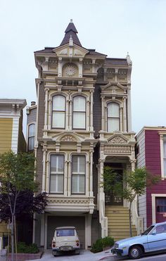 Victorian Row House San Francisco, CA - 1979 I love the victorians in San Fan Victorian Architecture, Beautiful Architecture, Beautiful Buildings, Beautiful Homes, Architecture Design, San Francisco Houses, San Francisco Victorian Houses, Victorian Style Homes, Second Empire