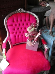 Love the hot pink french chairs. my dream chair Pretty In Pink, Pink Love, Bright Pink, Pink Purple, Hot Pink, Magenta, Shabby, Makeover Tips, French Chairs