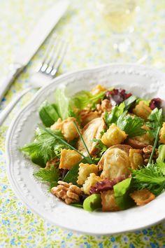 Recette de salade du Vercors, avec ses noix, son Saint-Marcellin et ses ravioles du Dauphiné. Un délice !
