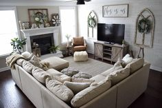 Cozy Living Rooms, New Living Room, Home And Living, Modern Living, Small Living Room Layout, Living Room Layout With Fireplace And Tv, Small Living Room Sectional, U Shaped Living Room Layout, Living Room Set Ups