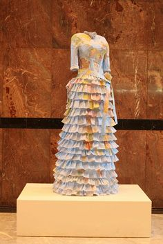 Artist Susan Stockwell creates beautiful Victorian paper dresses from maps and money Paper Clothes, Paper Dresses, Doll Dresses, Victorian Gown, Fashion Artwork, Paper Fashion, Recycled Fashion, Art Plastique, Dress Making