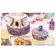 Sofia The First 2 tier cake. Pinnaple Cassata & Oreo with creamcheese.