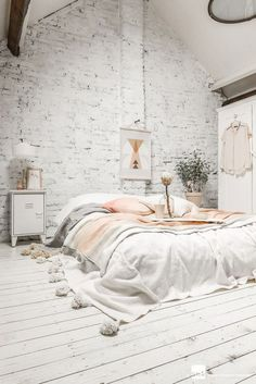 May 2018 - Bedroom decor inspiration and ideas, modern, minimalistic and boho design and style. See more ideas about Bedroom decor, Decor and Interior design. My New Room, My Room, Home Bedroom, Bedroom Decor, Bedroom Ideas, Bedroom Designs, Bedroom Inspiration, Bed Ideas, Winter Bedroom