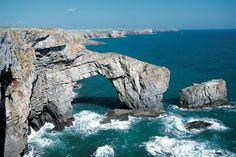 Stack Rocks & The Green Bridge of Wales | Visit Pmebrokeshire