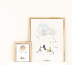LOVE the blue sky / Fantastisk fin håndtegnet serie til børneværelset, med masser af forskellige strukturer og elementer, der sætter fantasien igang. Der er tegnet 4 i drenge serien og tilsvarende 4 i serien til piger.