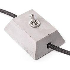 Warum einen faden Plastik-Lichtschalter kaufen, wenn man sich einen coolen aus Beton gießen kann?