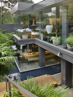 casa em estrutura metalica transparente