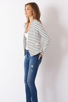 Love this striped blazer. Striped Blazer Outfit, Blazer Outfits, Casual Outfits, Fashion Outfits, Work Wardrobe, Work Attire, Work Fashion, Blazer Jacket, Dress To Impress