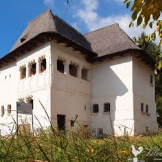 Cula Greceanu, Maldaresti is the oldest surviving cula, fortified villa, in County, Old Things, Survival, Villa, Mansions, Country, Architecture, House Styles, Arquitetura, Rural Area