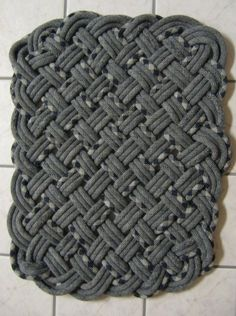 How To turn your retired climbing ropes into rugs, pots, hammocks, etc. Rope Rug, Climbing Rope, Hammocks, Ropes, Merino Wool Blanket, Handmade Rugs, Diy And Crafts, Upcycle, Carpet