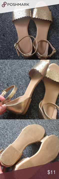 Old navy gold sandals Only worn a couple of times. Gold sandals from old navy women's size 6 Old Navy Shoes Sandals