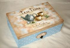 Master class on decoupage tea boxes . Discussion on LiveInternet - Russian Service Online Diaries Decoupage Wood, Decoupage Vintage, Cigar Box Crafts, Pretty Box, Altered Boxes, Painted Boxes, Painting Lessons, Diy Box, Painting On Wood