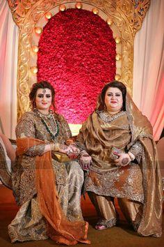 Moootiiiii Desi Wedding Dresses, Pakistani Bridal Dresses, Pakistani Dress Design, Pakistani Outfits, Stylish Dress Designs, Stylish Dresses, Simple Dresses, Cute Dresses, Beautiful Dresses