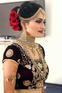What a beautiful large low bun with real flower gajra! Care however should be taken before adopting such hairstyles, as due to it& high static… Bridal Makeup Looks, Bridal Looks, Bridal Beauty, Bridal Tips, Indian Wedding Makeup, Indian Bridal Fashion, Indian Makeup, Designer Bridal Lehenga, Indian Bridal Lehenga