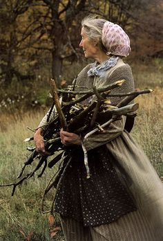 She was the *ultimate* mori girl.and my idol. The late Tasha Tudor, famed illustrator of children's books. The Tudors, Vie Simple, Old Wife, Photos Voyages, Wise Women, Magnolia Pearl, Mori Girl, Character Inspiration, Daily Inspiration