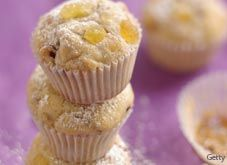 Recipe for a great kid healthy snack: Mini Banana Muffins from Parents Connect. Mini Banana Muffins, Baby Muffins, Mini Bananas, Banana And Egg, Healthy Homemade Snacks, Healthy Meals For Kids, Healthy Snacks For Kids, Kids Meals, Fun Snacks For Kids