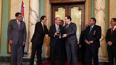 Danilo Medina recibe premio Personaje del año 2014