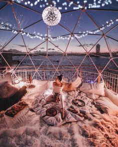 10 Loved Up Locations To Visit On A Valentine's Day Date Valentine's Day is the perfect time to plan a romantic date for your special someone. These 10 locations will make the perfect valentine's day date. Sleepover Room, Fun Sleepover Ideas, Cute Date Ideas, Dream Dates, Sleeping Under The Stars, Cute Room Decor, Aesthetic Room Decor, Beautiful Places To Travel, Romantic Travel